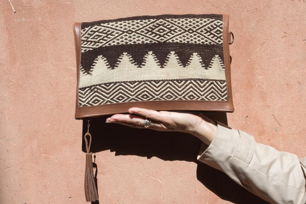 sac à main femme en cuir et tapis zanafi fait à la main par nos artisans au maroc de la marque flo and jouls flo&jouls